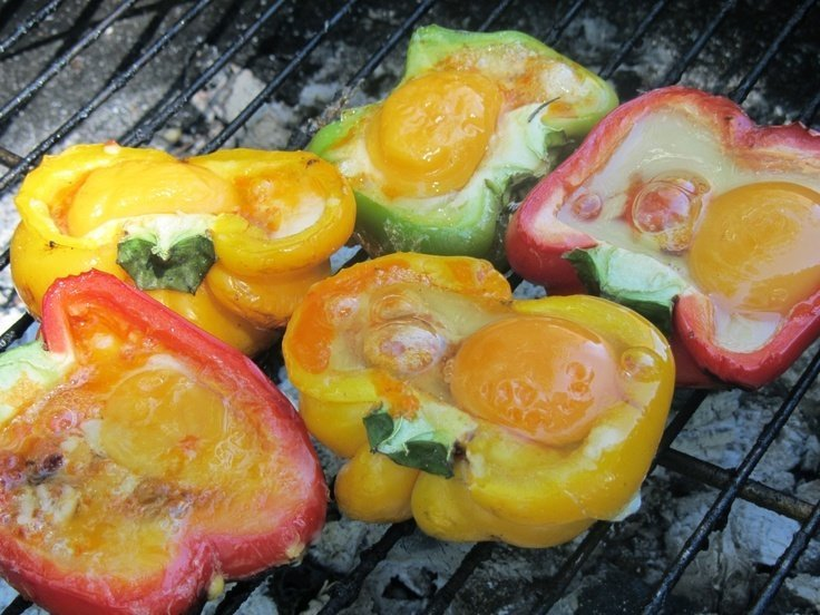 grilled-eggs-in-peppers